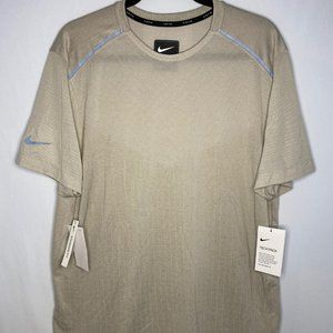 Nike Tech Pack Running Reflective T-Shirt Large